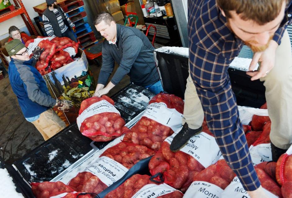 112313_PotatoesToGallatinFoodBank